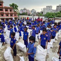 Azdani: Food being distributed to school children